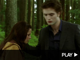 'Extra' has the brand new theatrical teaser trailer for 'New Moon'!