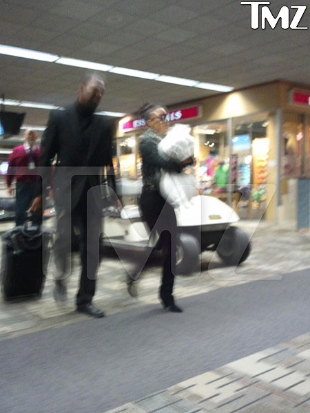 kim-kardashian-airport.jpg