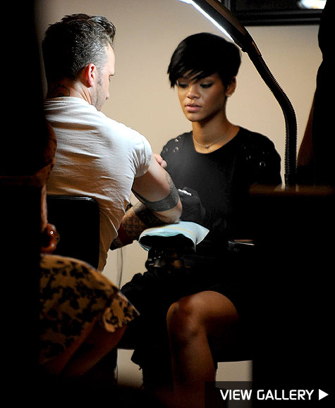 rihanna taking tattoo lessons