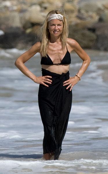 Rachel Zoe shows thin frame in bikini
